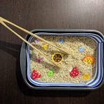 Bandeja sensorial Montessori casera