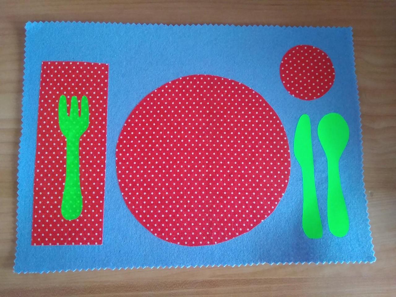 Mantel Montessori individual hecho a mano