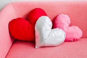 Almohadas con forma de corazón
